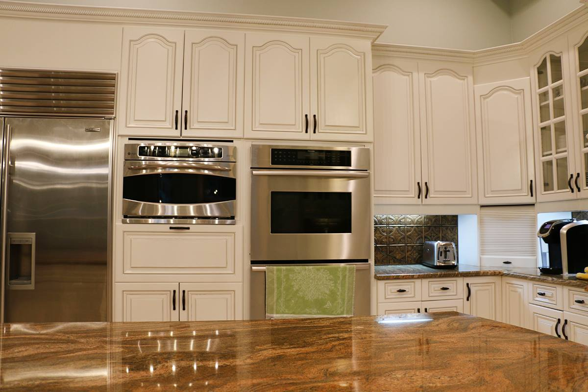Cabinet Glazing, What Is It And Is It Right For Your Kitchen?